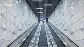 当你上班途中完全没有广告干扰……德国杜塞尔多夫打造一条完全没有广告的艺术地铁!