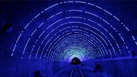 坐电车送一场隧道灯光秀,这张车票有点值