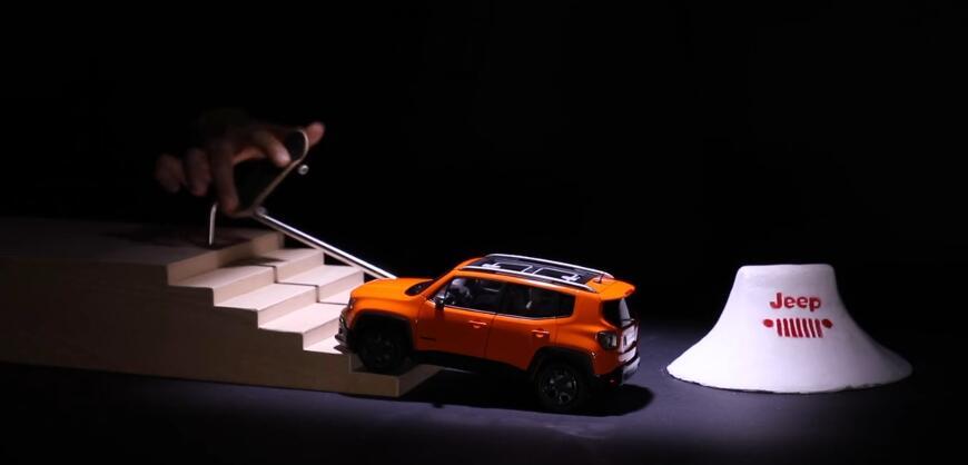 一场手指滑板与橙色钢铁的犀利对决