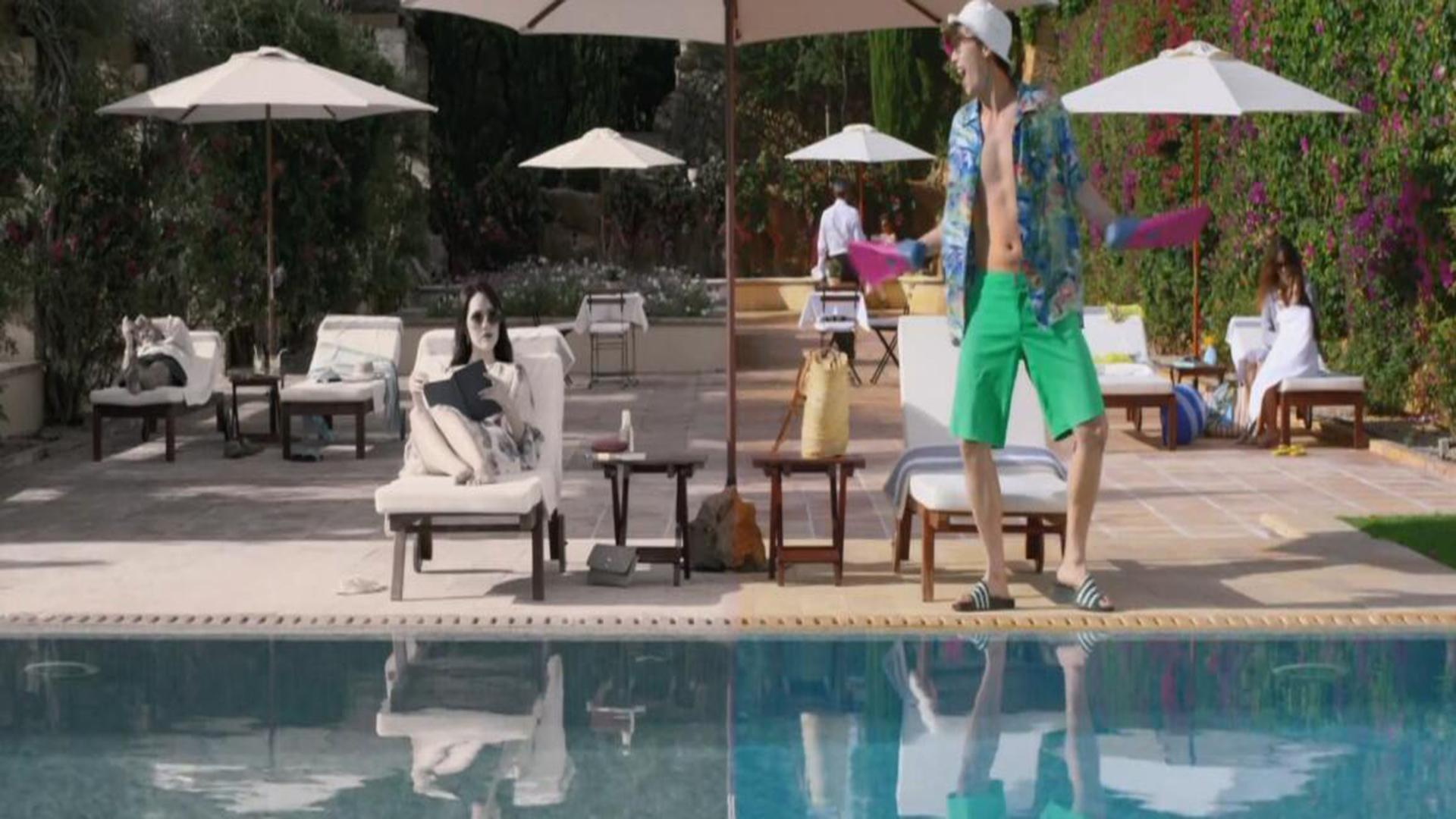 Trivago 泳池骑呢男 广告宣传片