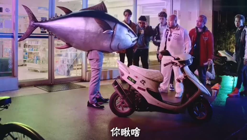 日本寿司银之盘专注搞笑艺术:丑人鱼