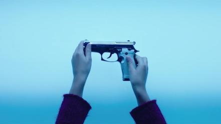 哥伦比亚国防部 《TOYS VS GUNS》